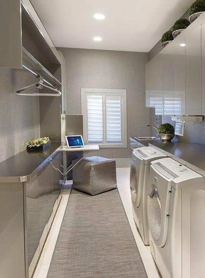 interessante einrichtungsidee mit wandfarbe grau und metall-küchenschränken für kleine waschküche