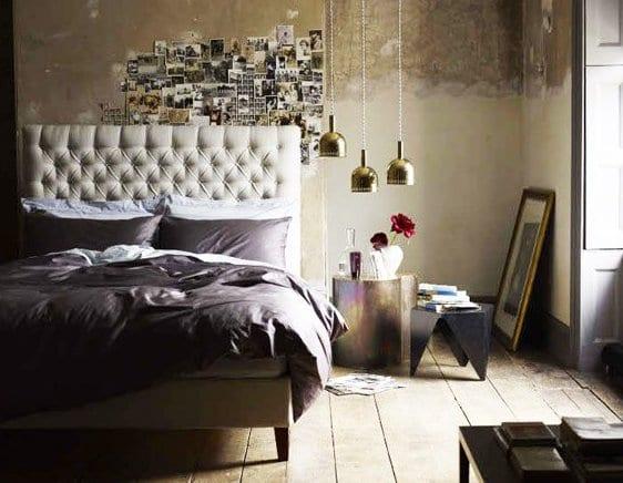 modernes schlafzimmer mit lederbett weiß und rustikalem holzboden und wanddeko mit fotos