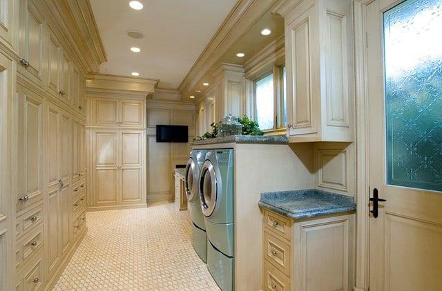 waschküche inspiration mit eingebauten wandschränken und fenster