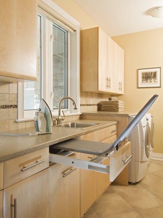 interessante waschküche-einrichtungsidee für platzsparende bügeltisch-schublade