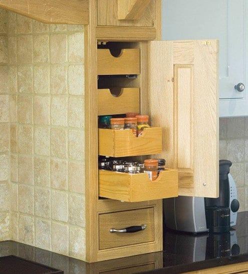 eingebaute schubladen zum platz sparen in kleinen küchen