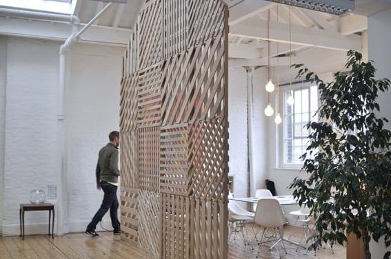 coole raumteiler inspiration aus paletten für moderne und dezente raumtrennung wohnzimmer