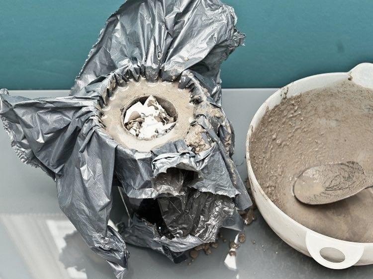 coole bastelidee für DIY-Vase aus beton mittels glasvase und glas