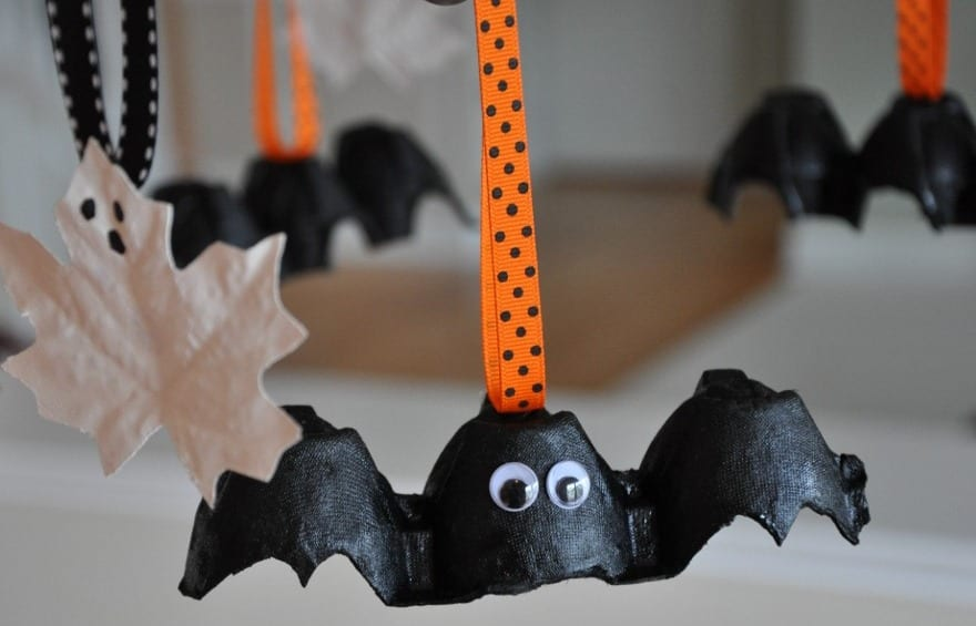 diy fliedermaus halloween deko als kreative bastelidee. Black Bedroom Furniture Sets. Home Design Ideas