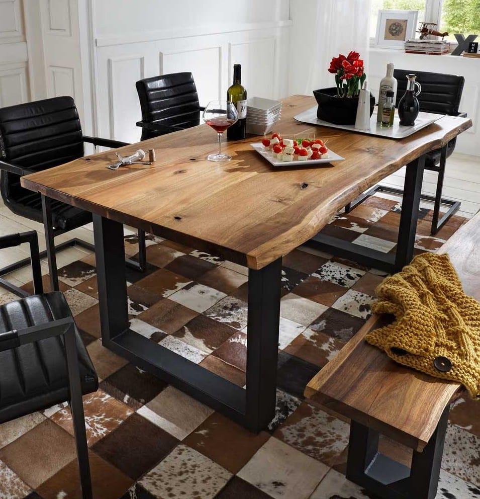 esszimmer ideen für einrichtung mit esstisch massivholz und esszimmerstühle schwarz aus leder und metall und kuhfell teppich_moderne möbel online kaufen