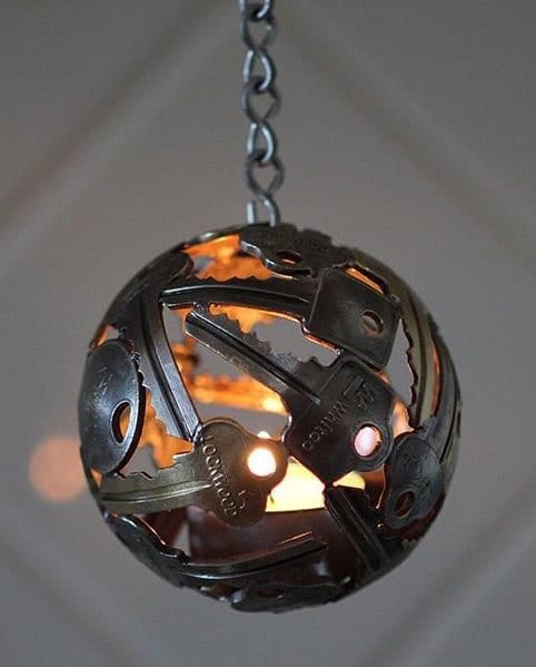DIY Kerzenhalter aus schlüsseln als coole gartendeko idee für pendelleuchten