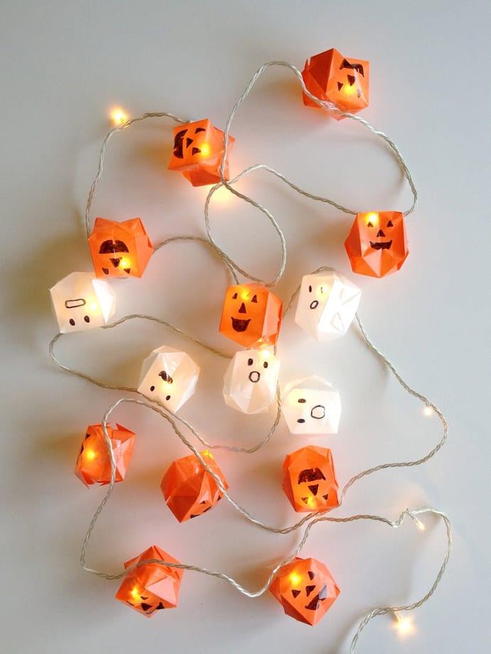 Halloween-Laterne aus Papier selber machen als coole Halloween deko ideen