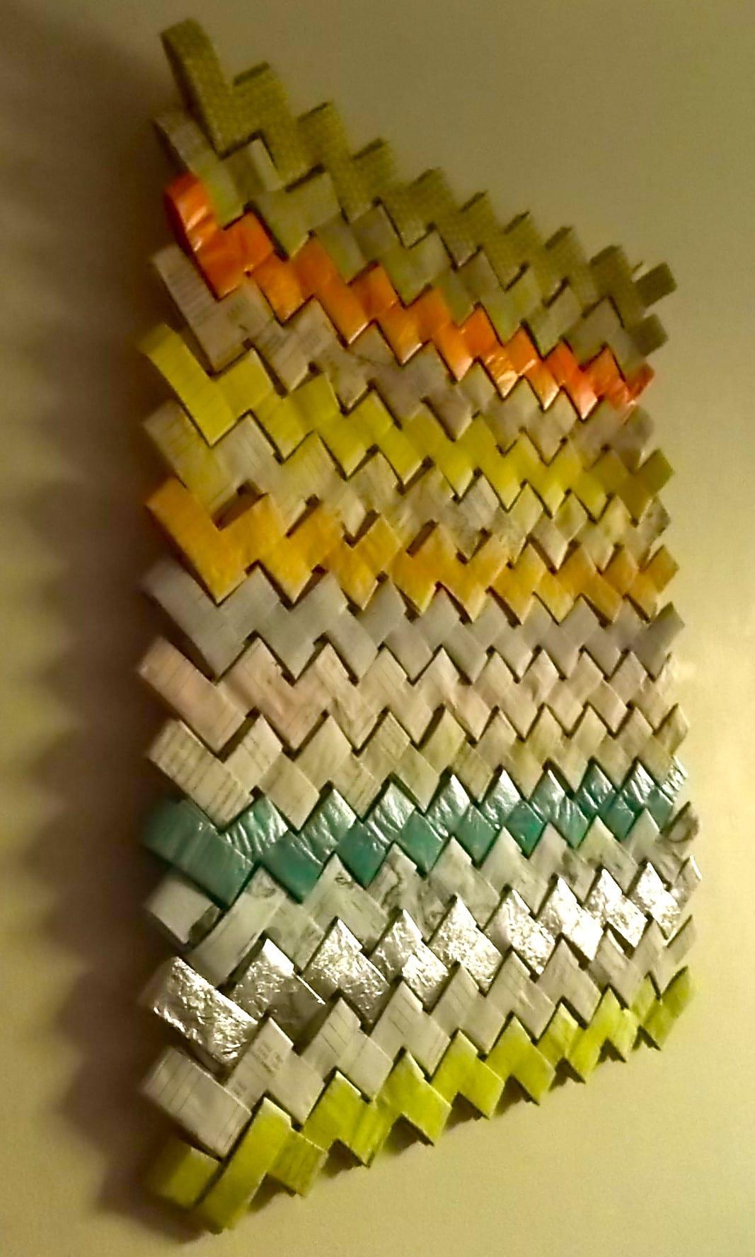 moderne wandgestaltung mit farbe und papier als kreative wanddekoration wohnzimmer