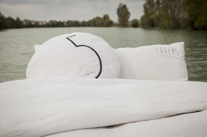 designer bettwäsche weiß und kopfkissenbezüge für runde kissen mit schriftzug