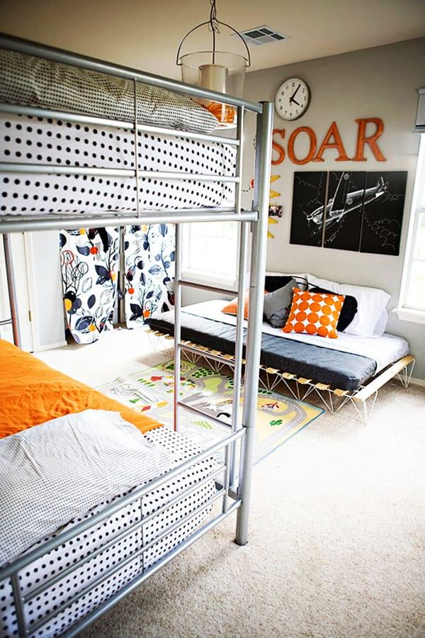 kleines kinderzimmer modern einrichten mit etagenbett metall und coole wandgestaltung kinderzimmer
