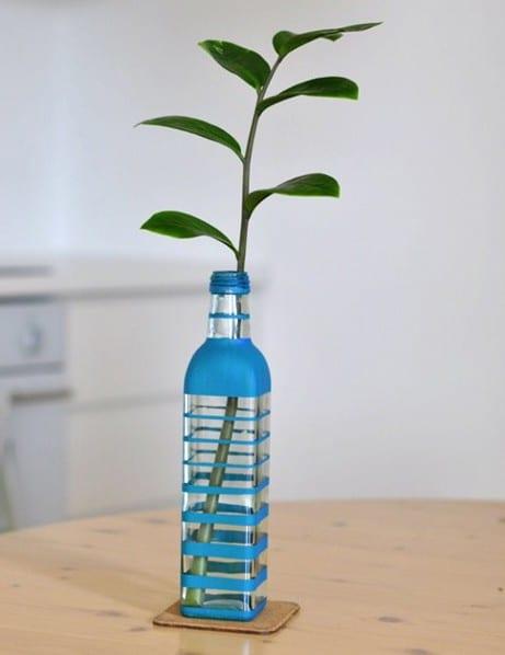 interessante Tischdeko mit Blumenvase aus Glasflasche zum selbermachen