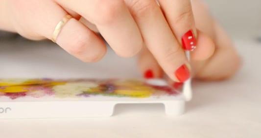 kreative iphone hülle mit getrockneten blumen selbs gestalten