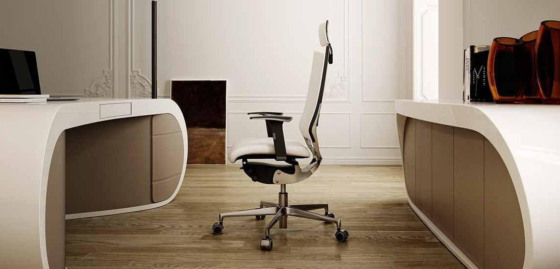 moderne büroräume mit holzboden und büromöbel set aus bürotisch und sideboard weiß