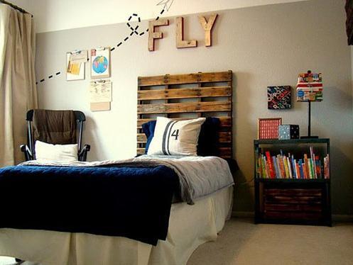 diy bett und eigener designer nachttisch aus paletten. Black Bedroom Furniture Sets. Home Design Ideas