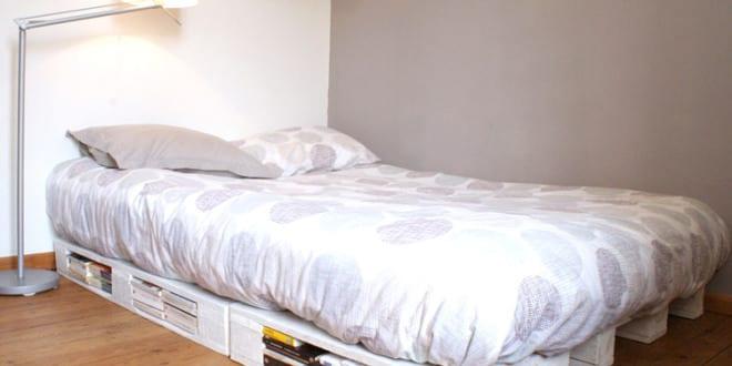 diy bett bett aus paletten schnell und einfach selber bauen freshouse. Black Bedroom Furniture Sets. Home Design Ideas