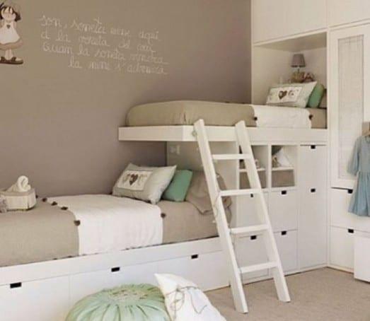 kinderzimmergestaltung mit etagenbett weiß und wandfarbe taupe