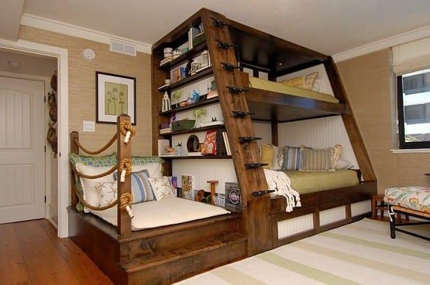 kreatives etagenbett mit sitzfläche und bücherregal aus holz für platzsparende kinderzimmer einrichtung