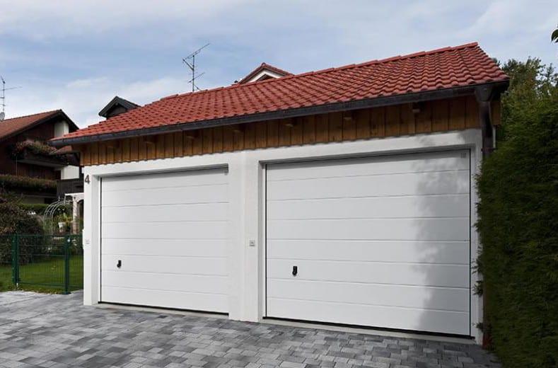 doppelgarage aus forgefertigen Betonbaukörpern mit Satelldach