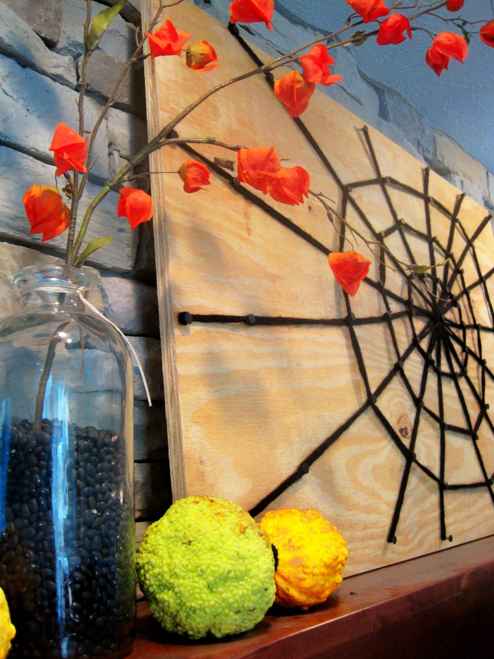 coole halloween ideen für DIY Halloween dekoration mit DIY Spinnengewebe aus strickgarn