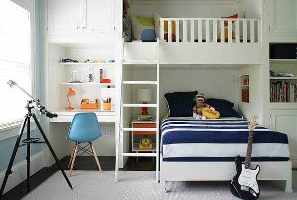 coole kinderzimmergestaltung mit etagenbett und kinderschreibtisch-nische mit bücherregalen