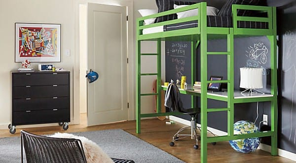 kleines kinderzimmer mit etagenbett und kinderschreibtisch in gr n einrichten freshouse. Black Bedroom Furniture Sets. Home Design Ideas