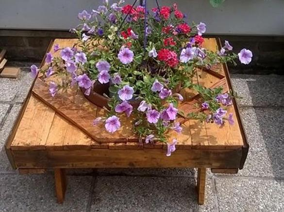 bauen mit paletten als idee für coole gartengestaltung mit DIY Gartenmöbeln aus paletten
