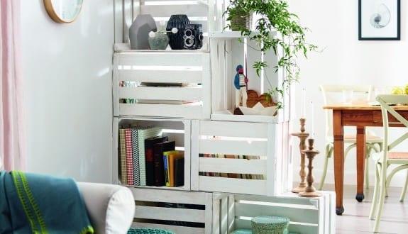 kreative moebel bauen aus paletten als einrichtung kleiner wohnzimmer freshouse. Black Bedroom Furniture Sets. Home Design Ideas