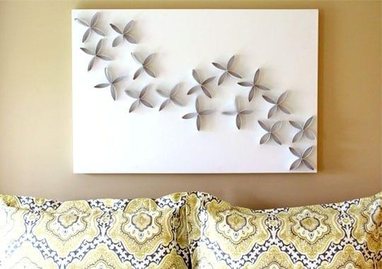 wohnzimmer wandgestaltung mit wandfarbe beige und DIY Bild aus papphülse-blumen