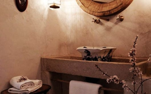 mediterranes haus mit luxus badezimmer und rustikale badezimmer gestaltung mit holzspiegel rund. Black Bedroom Furniture Sets. Home Design Ideas
