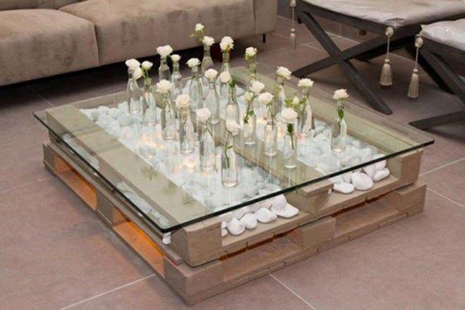 cooles design wohnzimmertisch mit weißen steinen und kreative tischdeko mit weißen rosen als einrichtungstipps wohnzimmer