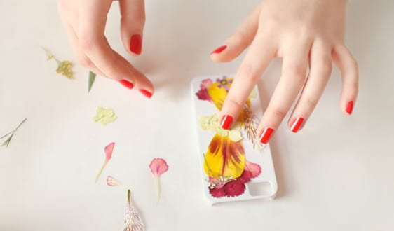 iPhone Hülle mit Trockenblumen selber gestalten