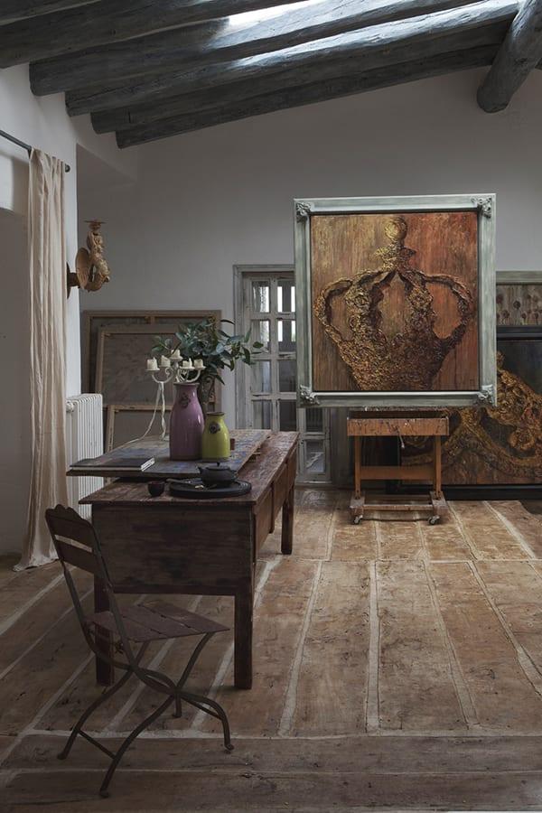 schöne häuser in costa brava mit holzboden und rustikale einrichtung mit Vintage Möbelstücke aus holz
