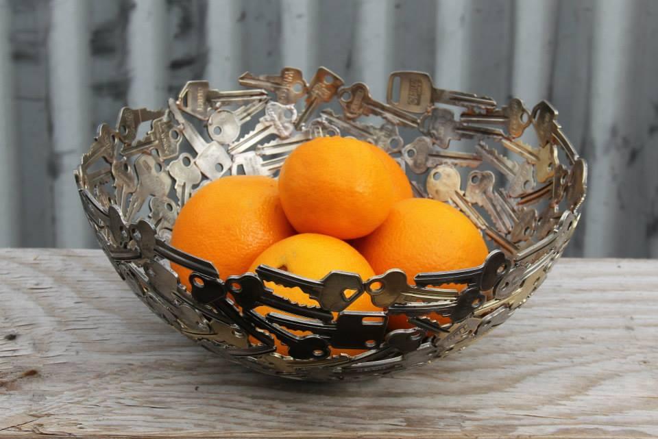 moderne fruchtschalle aus alten schlüsseln