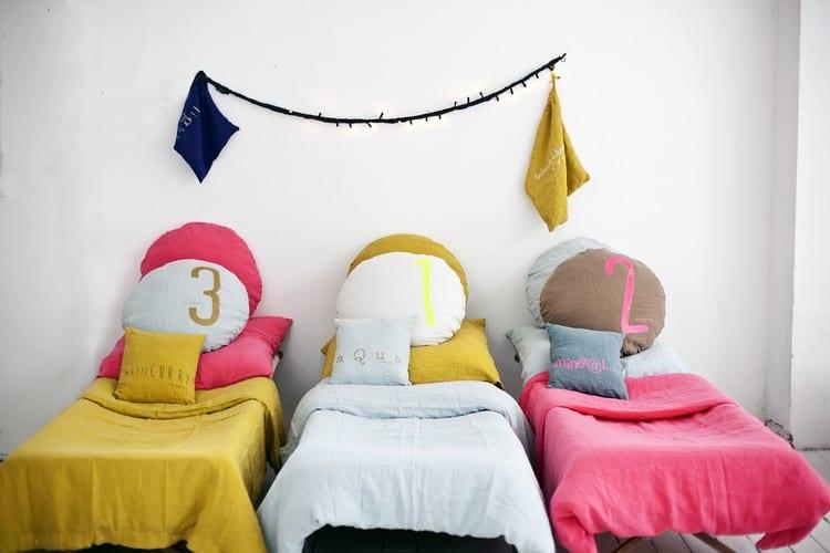 kinderzimmer gestalten mit kinderbettwäsche in grellen farben