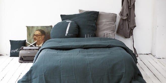 schlafzimmer gestalten ideen mit bettw sche schwarz. Black Bedroom Furniture Sets. Home Design Ideas