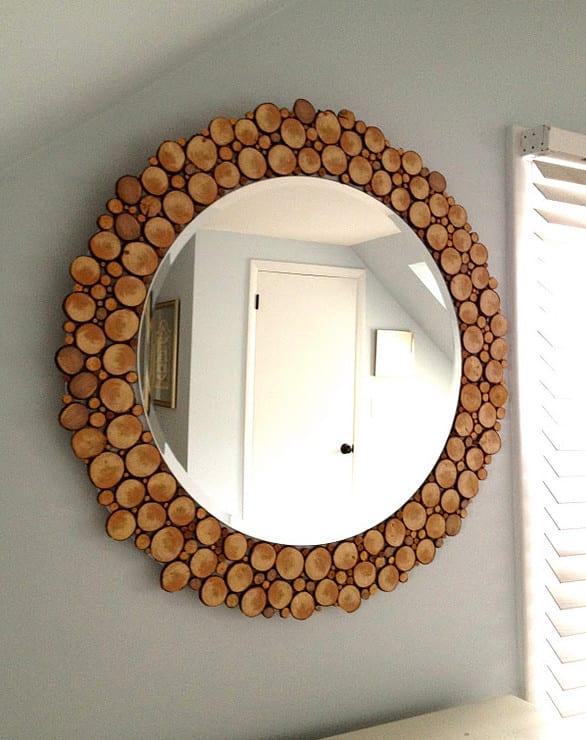 schlafzimmer ideen wandgestaltung mit wand spiegel und DIY spiegelrahmen aus holzscheiben