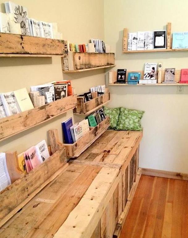 möbel aus paletten bauen als idee für wandgestaltung mit DIY Bücherregalen