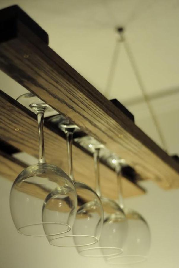 paletten basteln als idee für diy hänge-glashalter