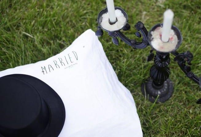 designer bettwäsche weiß mit schriftzüge für brautpaare