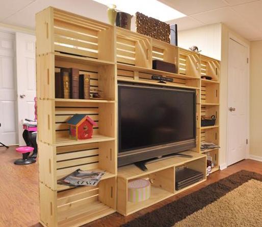 DIY Wohnwand aus holzkisten als idee zum bauen mit paletten