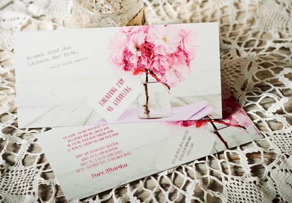 elegante geburtstagseinladungen für frauen mit blumen-muster und einladungssprüchen
