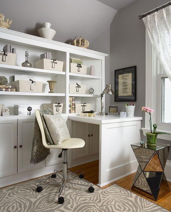 homeoffice modern gestalten mit wandfarbe grau und holzschrank weiss mit kleinem büroschreibtisch und bürostuhl höhenverstellbar in weiß