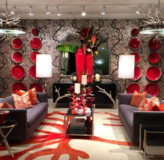 wohnzimmer einrichten mit sofa grau und designer sideboard schwarz_wohnzimmer wandgestaltung mit tapete und runden schalen rot
