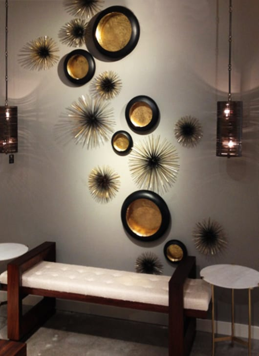 dekoideen-wohnzimmer-mit-wand-teelichthalter-in-schwarz-und-gold
