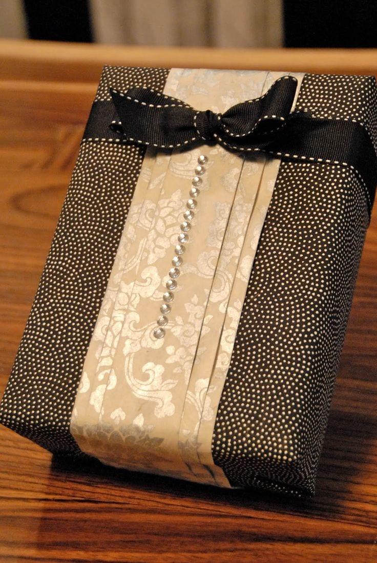 geschenke originell und kreativ verpacken in schwarz und beige