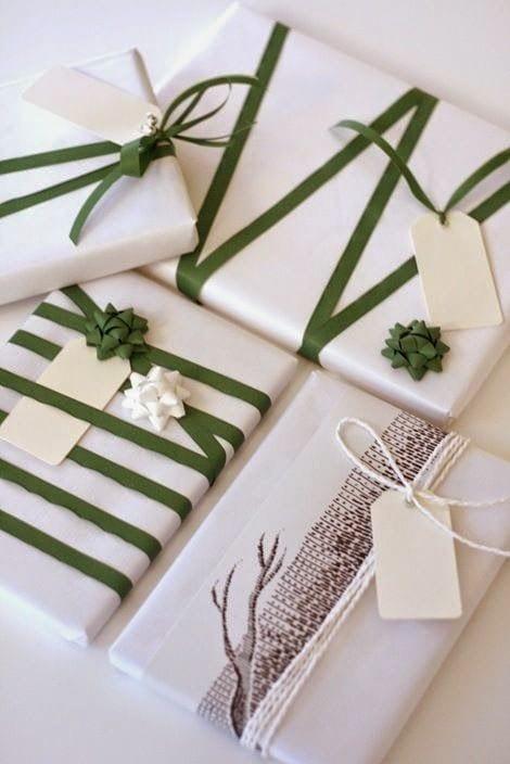 weiße geschenke schön verpacken mit grünem band