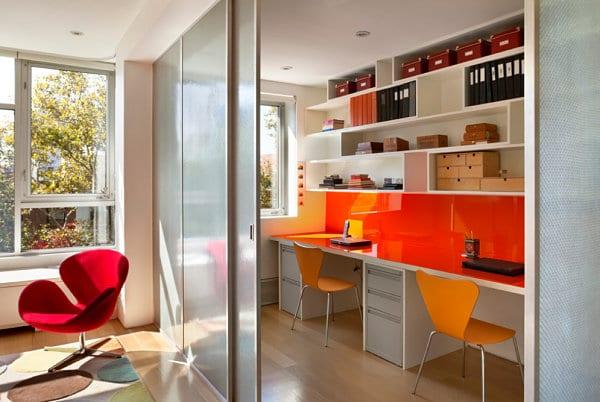 homeoffice farbgestaltung in orange und weiß
