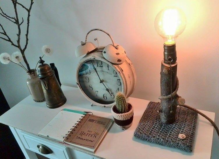 lampe selber bauen aus zweig und schlafzimmer rustikal dekorieren mit DIY designer nachttisch
