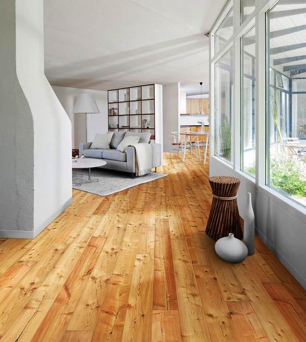 schünes wohnzimmer design mit echtholz parkett und freistehender Bücherregal weiß als raumteiler im wohnesszimmer mit weißem sofa und weißem couchtisch rund