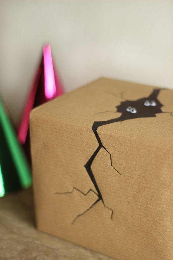 geschenk kreativ verpacken mit DIY dekoration